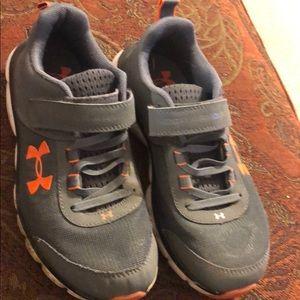 Under Armour unisex assert 8 sneakers